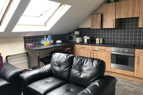 4 bedroom private hall to rent - Flat 16, Beechwood Gardens, Ladybarn Lane, Fallowfield, Manchester M14