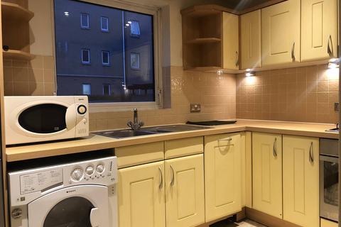 1 bedroom flat to rent - Sail Court, 15 Newport Avenue, Poplar, London E14