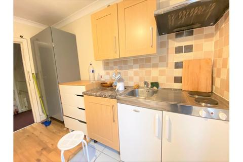 Studio to rent - North End Road, West Kensington
