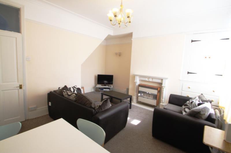 RR70 Living Room2 med