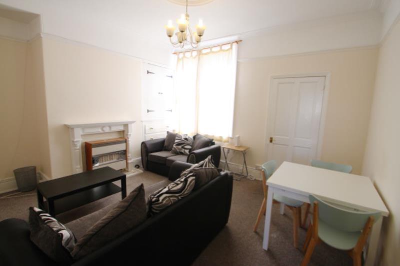 RR70 Living Room med