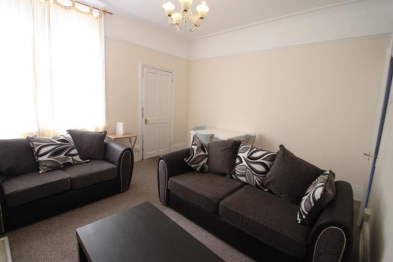 RR70 Living Room3 med