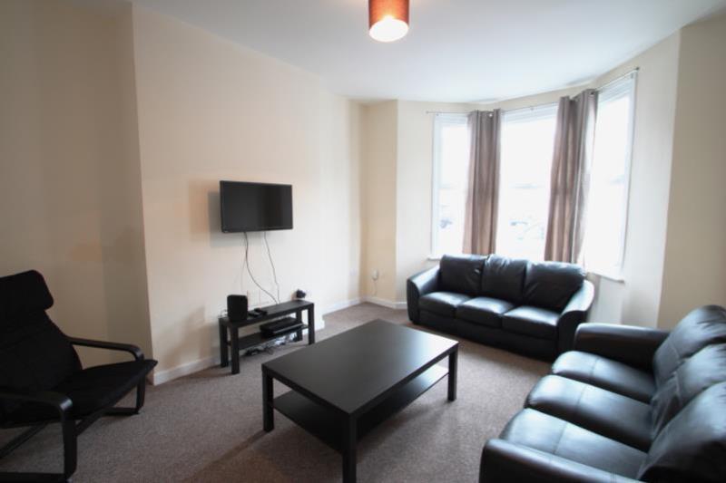 CHT41 Living Room med