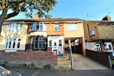 6 bedroom semi-detached house for sale - Medina Road, Luton LU4