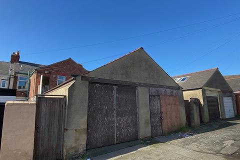 Garage to rent - Rear Salthouse Avenue, Blackpool FY1