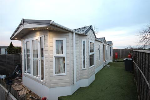 2 bedroom bungalow for sale - Stopsley Mobile Home Park, St. Thomas's Road, Luton, Bedfordshire, LU2