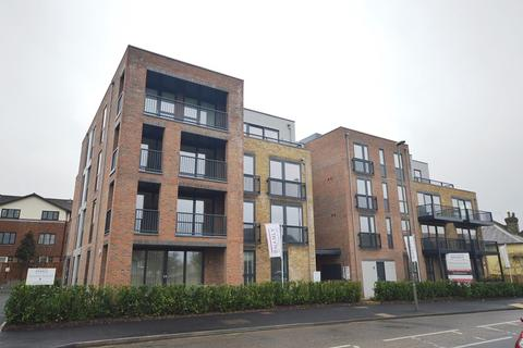2 bedroom flat to rent - 144 East Street, Epsom, Surrey. KT17 1EY