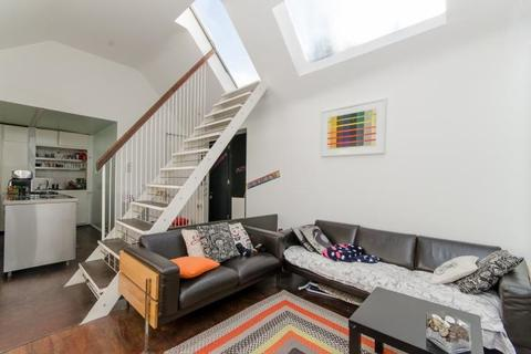 2 bedroom apartment for sale - First Floor Flat, 14 Rosemont Road, London, NW3 6NE