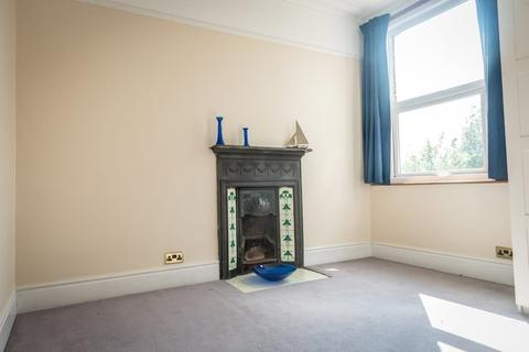 House share to rent - Powys Lane, Palmers Green, N13