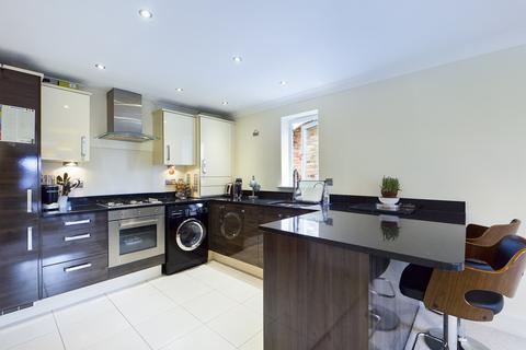 2 bedroom apartment for sale - Kingsend, Ruislip