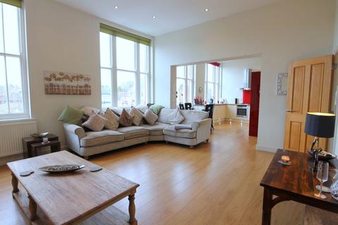 2 bedroom apartment for sale - Kings Avenue, Stone