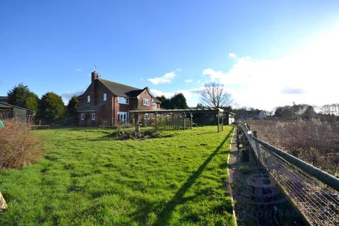 4 bedroom property with land for sale - Green Acres, Dilhorne, Stoke-On-Trent