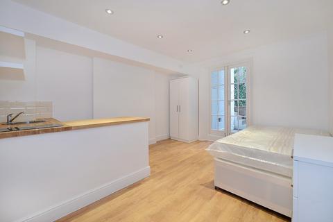 Studio to rent - Marloes Road, Kensington, W8