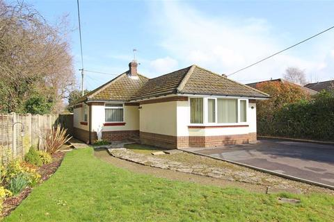 2 bedroom detached bungalow for sale - Oak Road, New Milton, Hampshire
