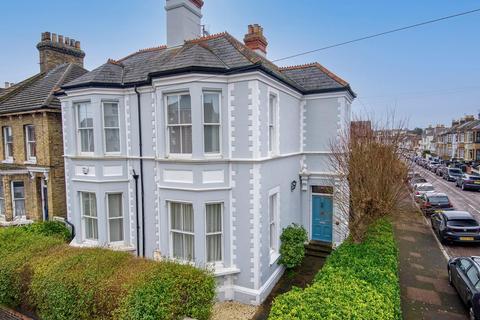 6 bedroom detached house for sale - Ellington Road, Ramsgate