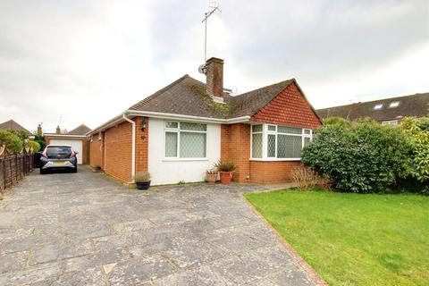4 bedroom bungalow for sale - Westergate Close, Ferring, Worthing, BN12