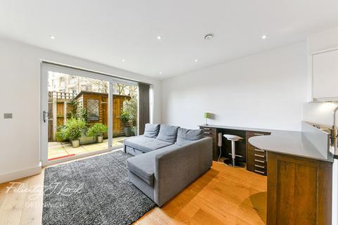 2 bedroom terraced house for sale - Pelton Road, London