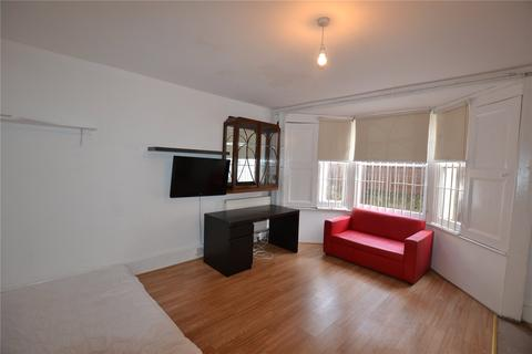 Studio to rent - Coleridge Road, Finsbury Park, London, N4
