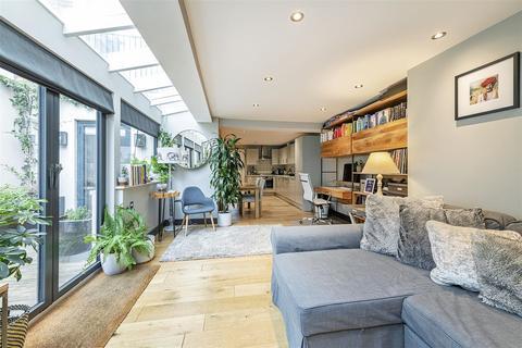 2 bedroom flat for sale - Roehampton Lane, Putney