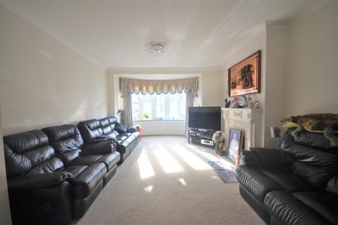 4 bedroom semi-detached house to rent - Queenborough Gardens, IG2