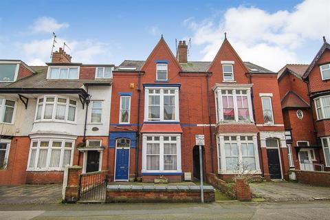 6 bedroom terraced house for sale - Vernon Road, Bridlington, YO15 2HQ
