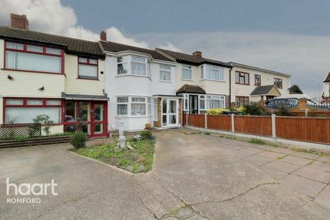 3 bedroom terraced house for sale - Eastbrook Drive, Romford