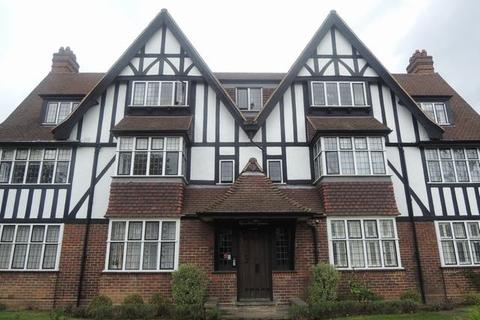 3 bedroom flat to rent - Queens Drive , West Acton