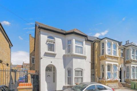 7 bedroom detached house for sale - Sprowston Road, London, Greater London, E7 9AD