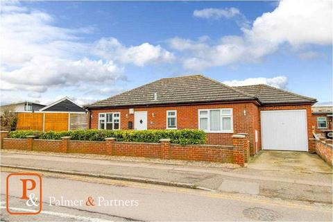 2 bedroom detached bungalow for sale - Villa Road, Stanway, Colchester, CO3