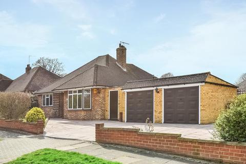 2 bedroom bungalow for sale - Kemble Drive, Keston