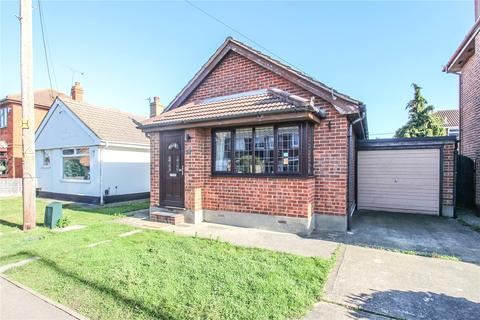 1 bedroom bungalow for sale - May Avenue, Canvey Island, Essex, SS8
