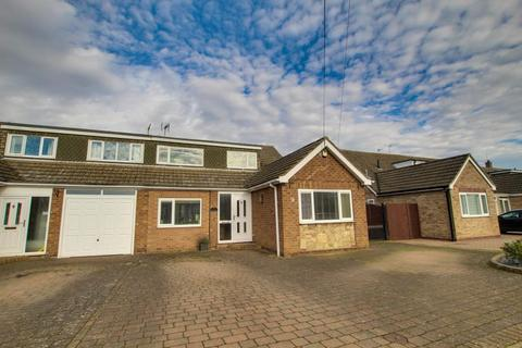 4 bedroom semi-detached house to rent - MILL RISE, SWANLAND, HU14