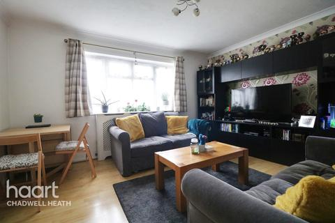2 bedroom flat for sale - Roles Grove, Romford