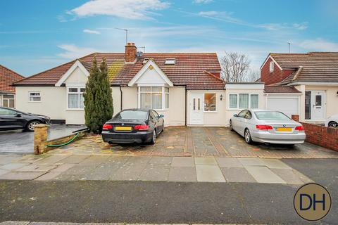 5 bedroom semi-detached bungalow for sale - Chepstow Crescent, Ilford, Essex IG3