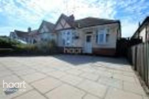 2 bedroom bungalow for sale - Alma Avenue, Essex