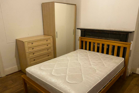 4 bedroom house share to rent - Spacious Double Room to rent in  Arundel Road, Croydon CR0.