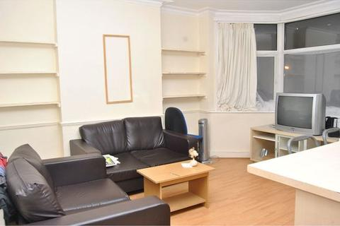 2 bedroom apartment to rent - Audley Road, Hendon, London, NW4