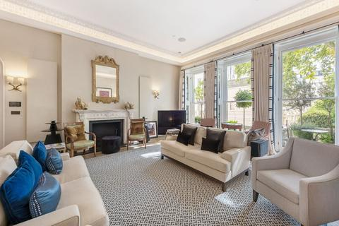 3 bedroom apartment to rent - Cornwall Gardens SW7