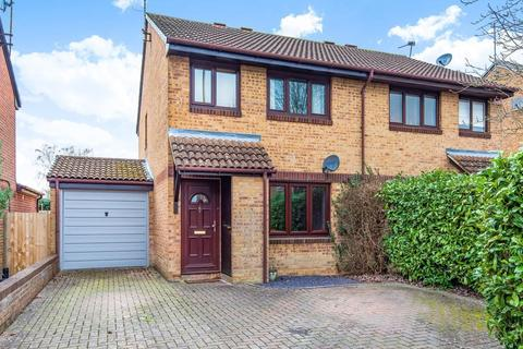 3 bedroom semi-detached house for sale - Manor Fields, Horsham, RH13