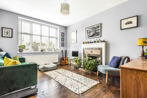 2 bedroom apartment to rent - Haslemere Road London N8