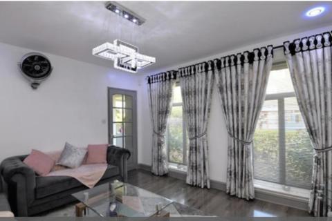4 bedroom terraced house to rent - Garnett Way , Walthamstow  E17