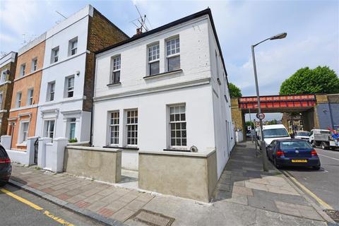 2 bedroom flat to rent - Wadham Road, SW15