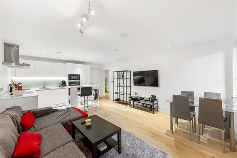 2 bedroom flat to rent - Fulham Palace Road, W6