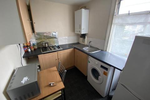 3 bedroom flat to rent - Stanley Road, Manor Park, E12