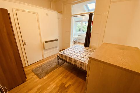 Studio to rent - Oakfield Road, Finsbury Park N4