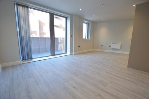 1 bedroom apartment to rent - Petersfield Avenue, Slough