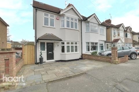 4 bedroom semi-detached house for sale - Arundel Road, Romford