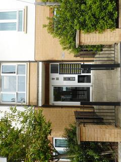 2 bedroom barn conversion to rent - Featherstone Road, Southall