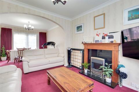 4 bedroom end of terrace house to rent - Warden Avenue, Harrow, HA2