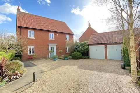 4 bedroom detached house for sale - Longmead Drive, Fiskerton